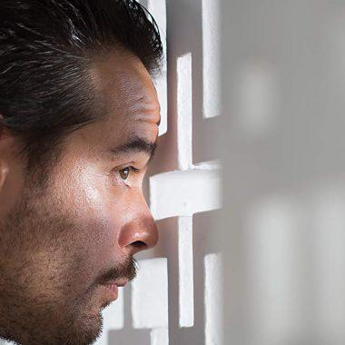 El actor Leonardo Ortizgris interpretando a su personaje Benjamin Wilson