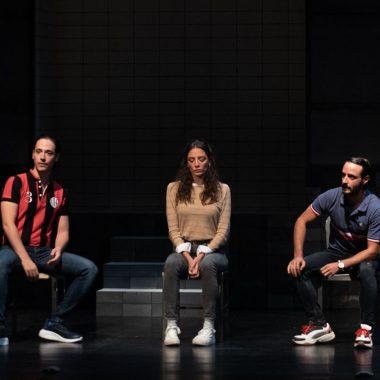 Elenco de la obra de teatro 'Jauría' durante la representación