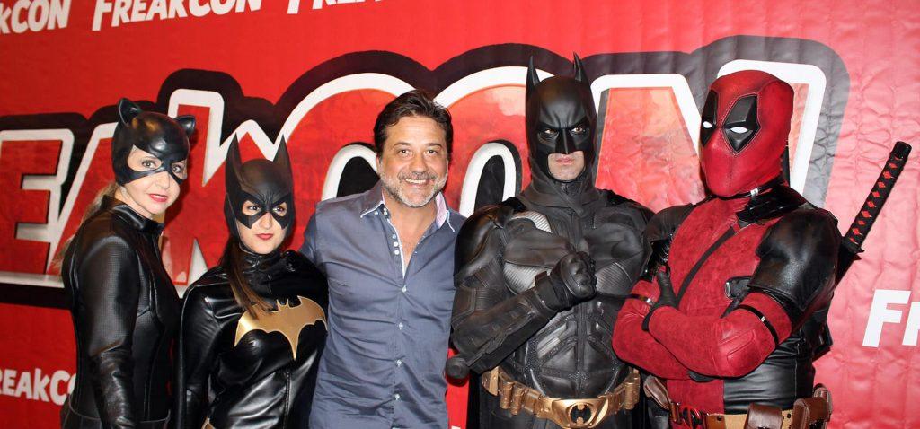 Cat woman, Batman, Enrique Arce y Deadpool