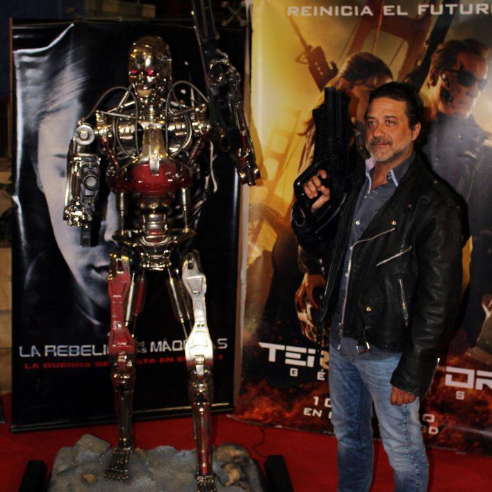 Enrique Arce y la máquina Terminator