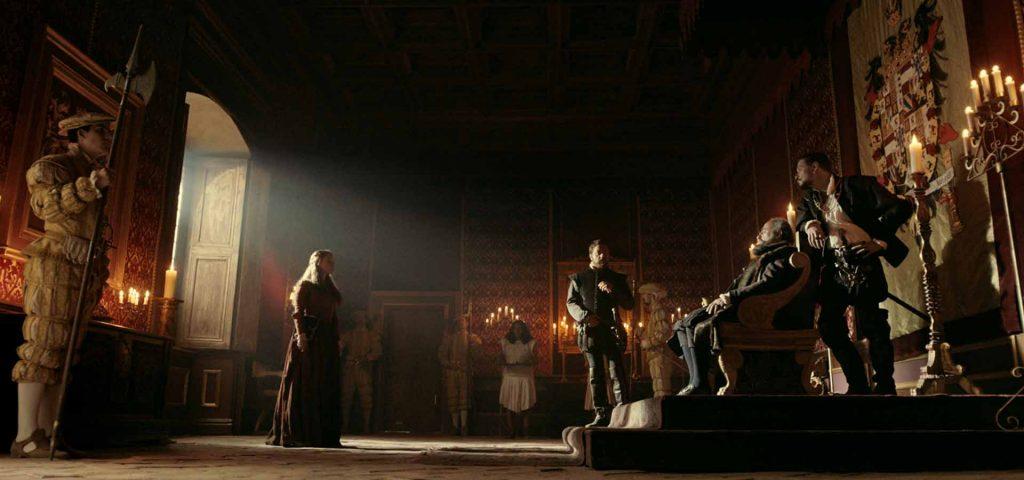 Actores de la serie Inés del alma mía en un bonito salón
