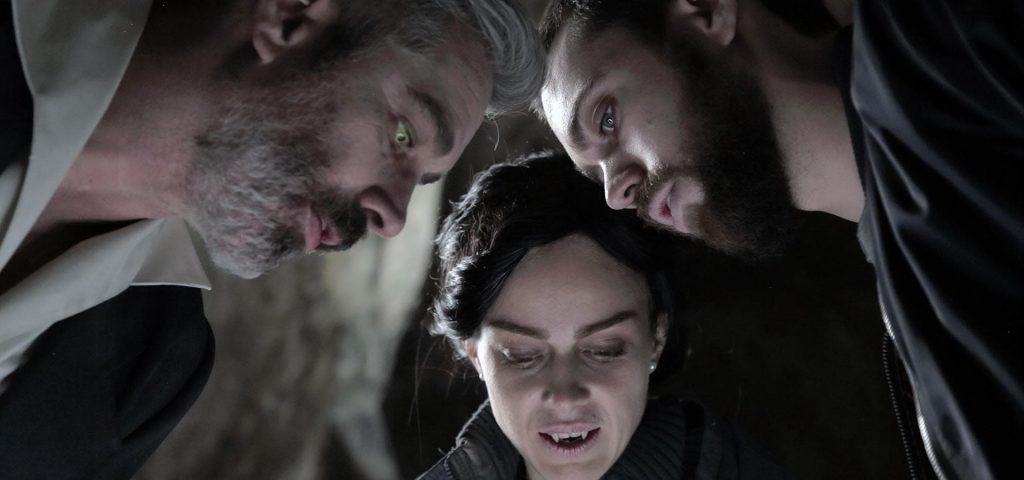 3 actores de la pelicula Sin origen interpretando a 3 vampiros