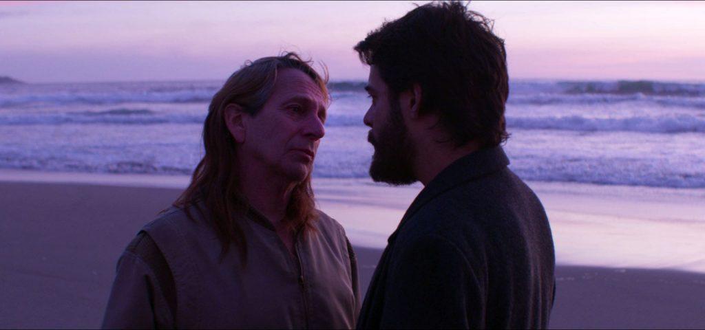 Alfredo Castro y Leonardo Ortizgris en la playa