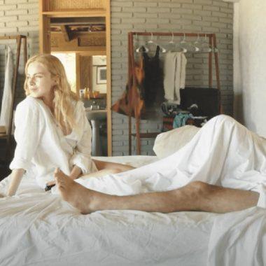 Carla Nieto y Rubén Zamora en la cama